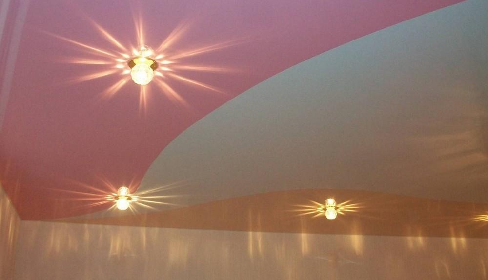 натяжные потолки двух цветов для спальни фото вопрос
