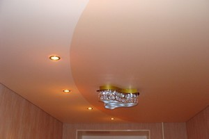 Двухцветные натяжные потолки - Фото 1