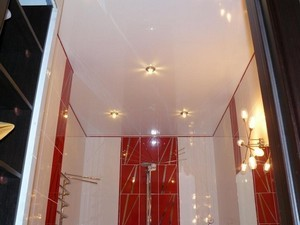 Натяжной потолок в туалете - Фото 1