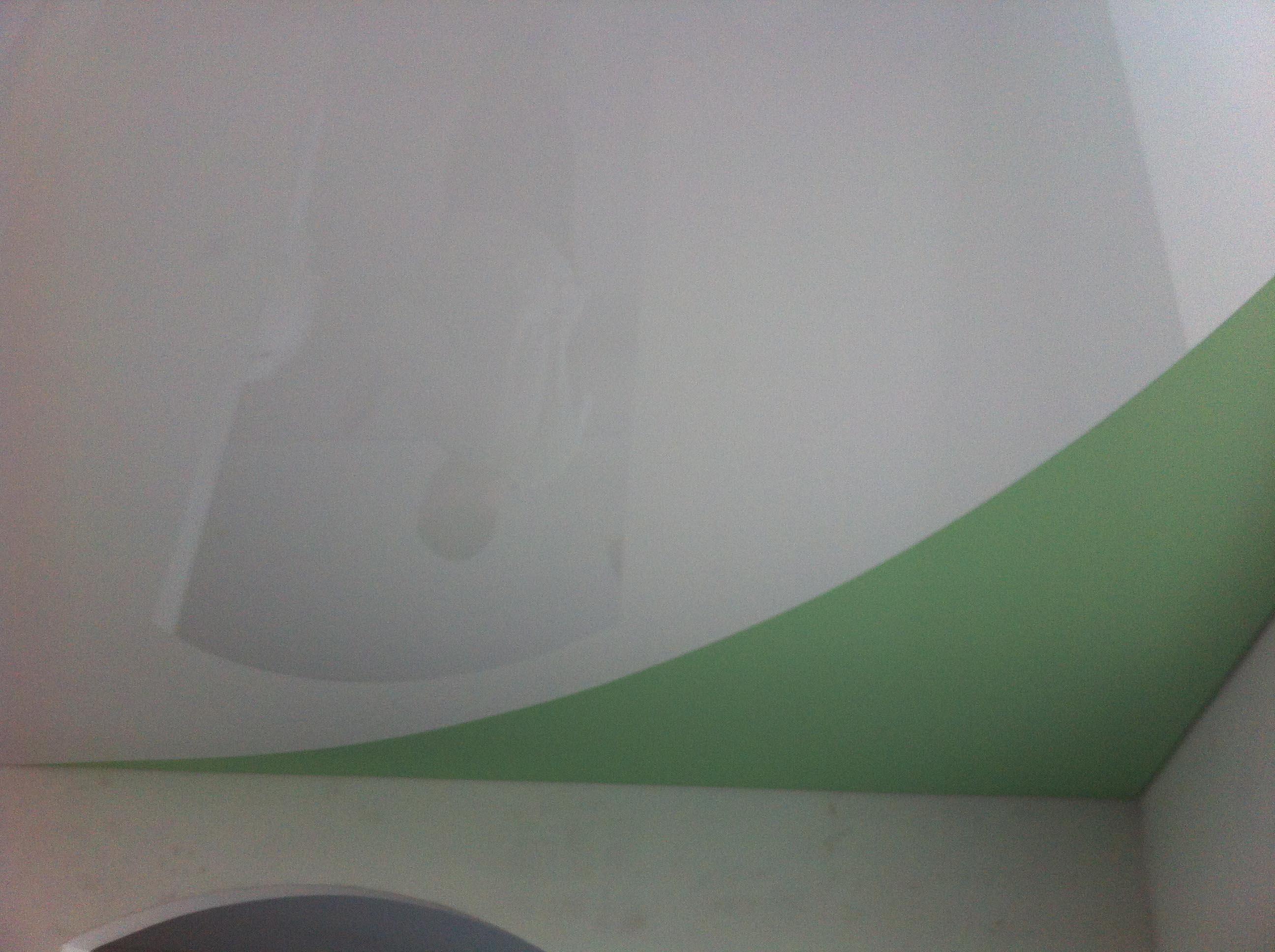 Что сначала натягивать потолок или клеить обои